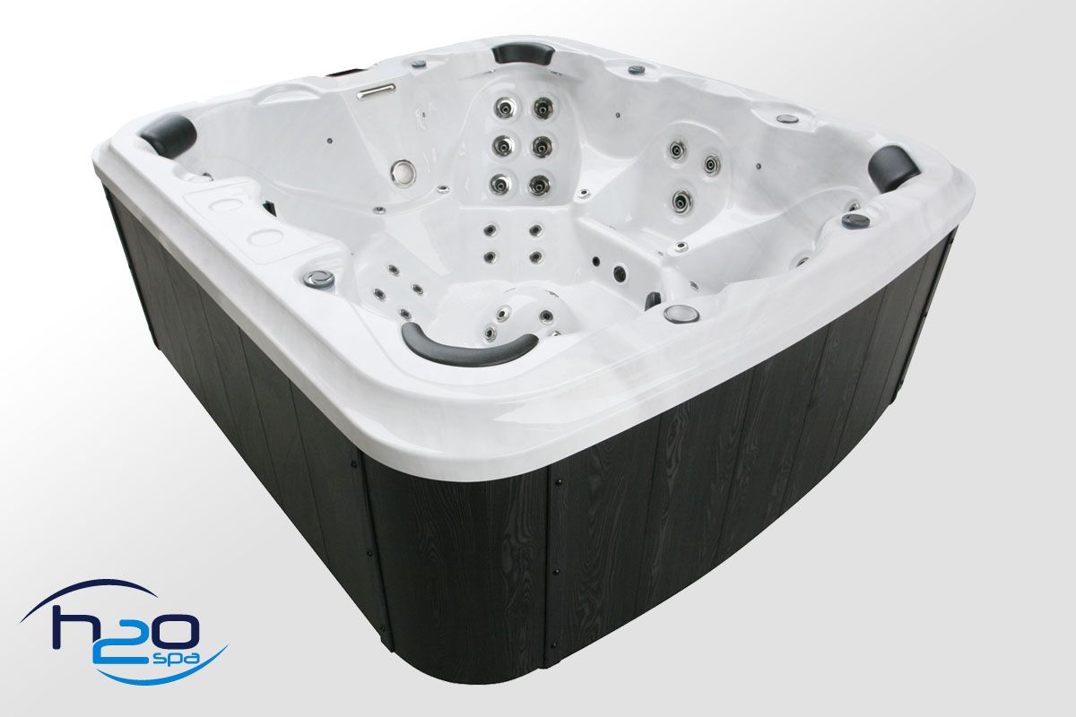 H2O 7000 in.clear Series Twin Pump Hot Tub - 2020 Model