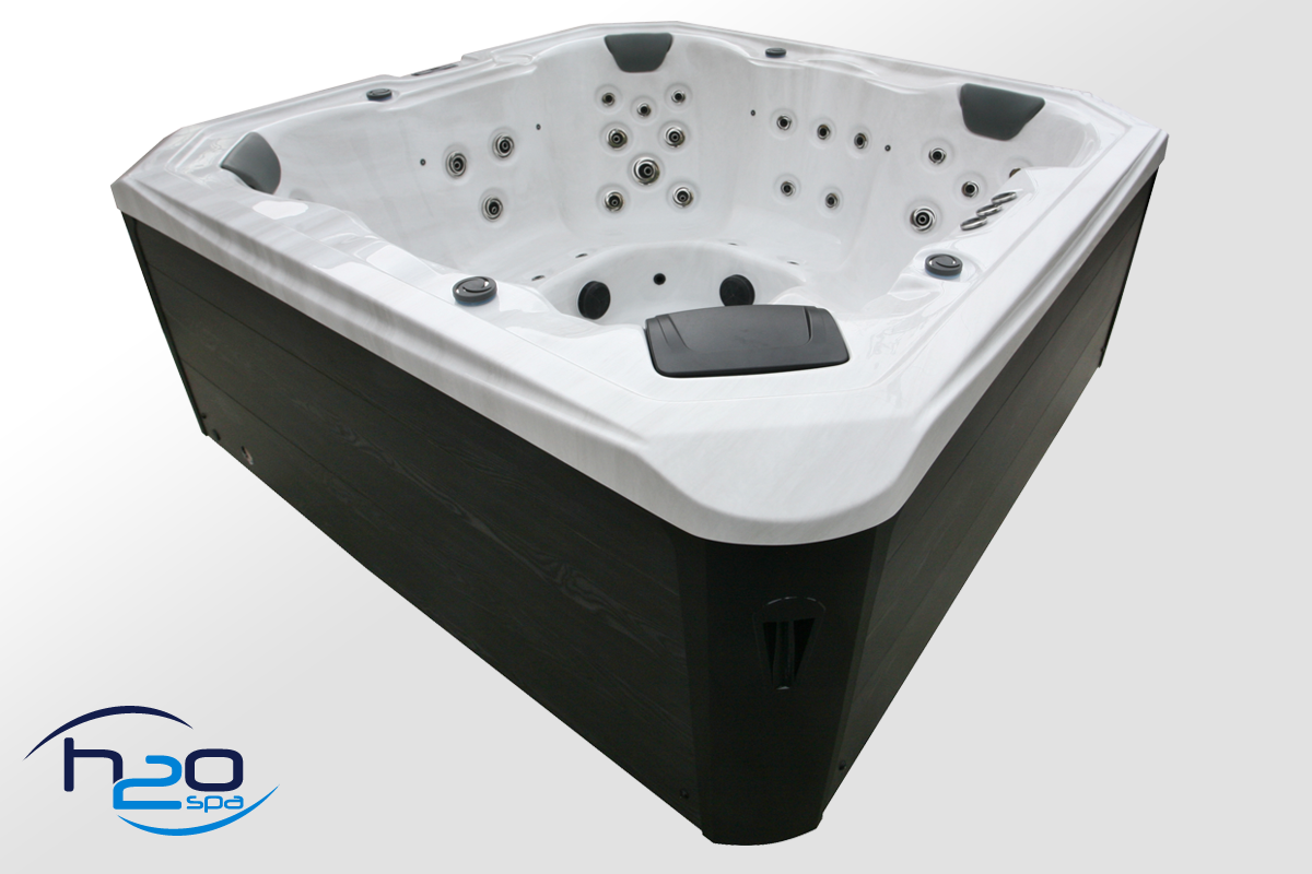 Retreat Bay Hot Tub
