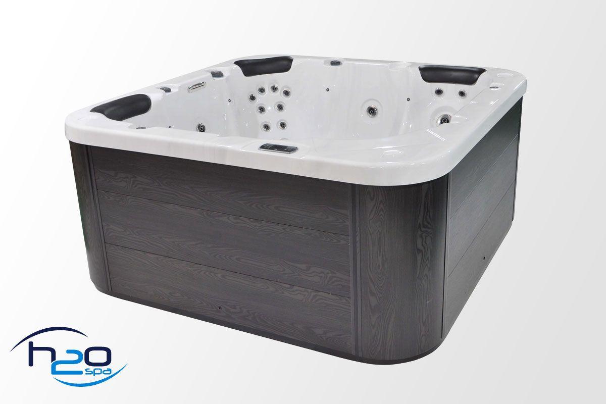 Retreat Deluxe Hot Tub