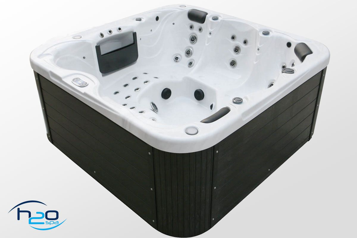 H2O 4500 Series Twin Pump Hot Tub - 2020 Model