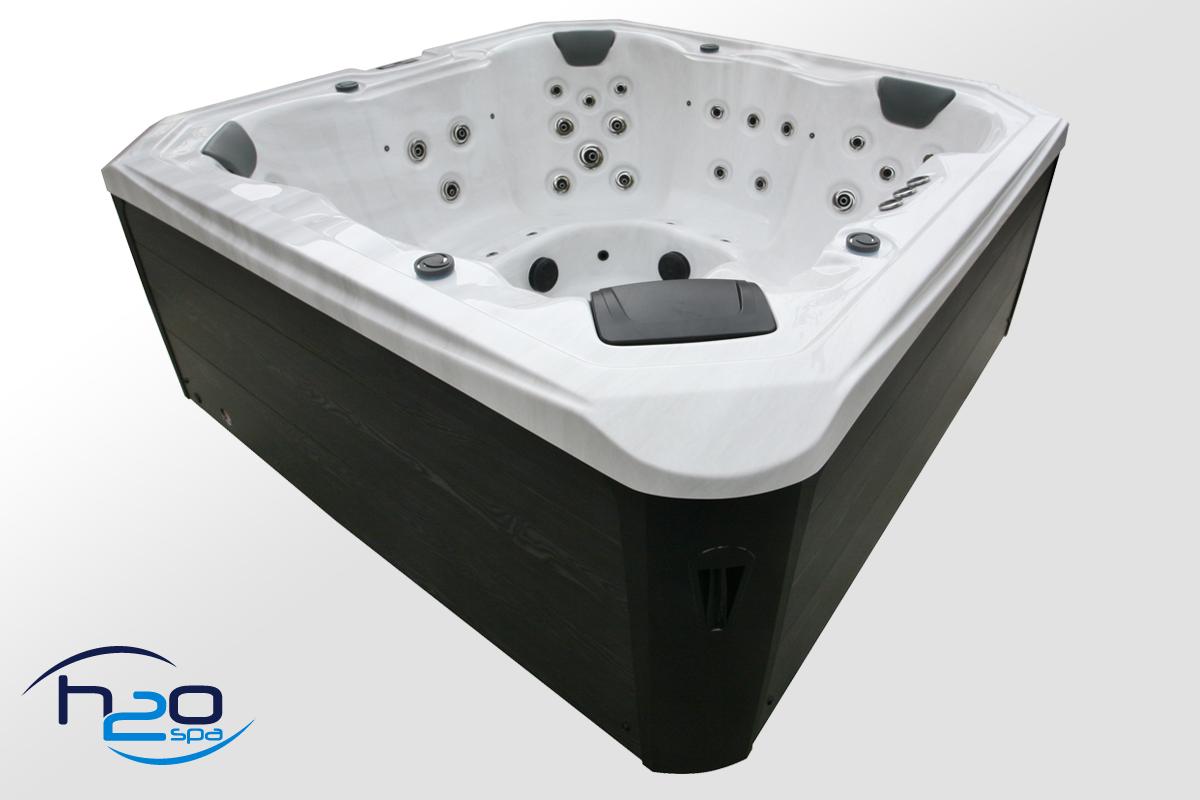 Retreat Bay Hot Tub