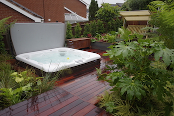 Ordinaire Hot Tub Garden