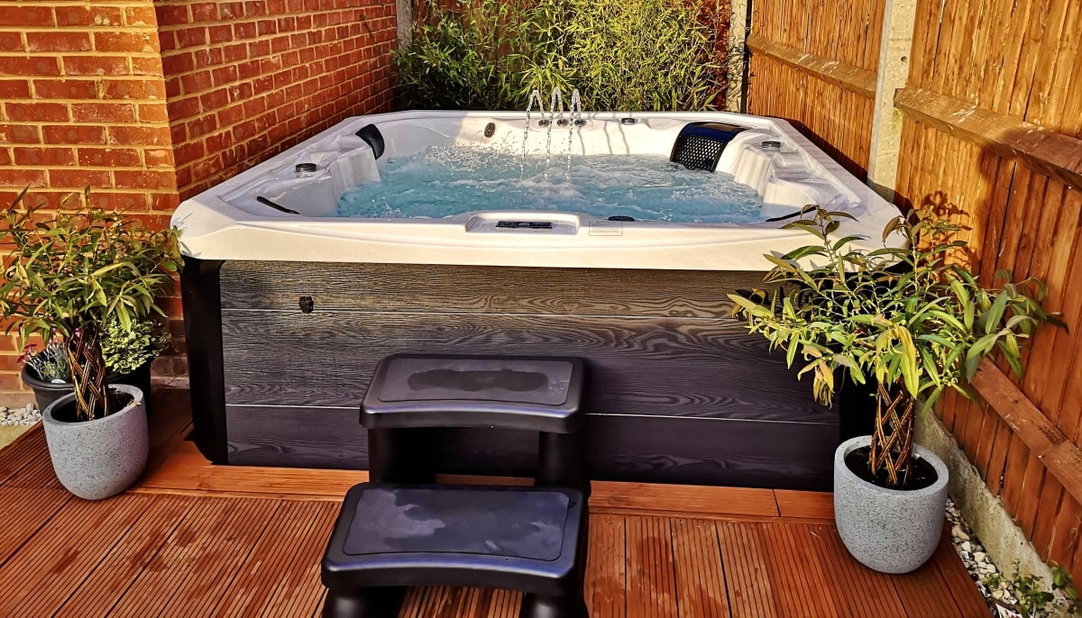 hot tubs in hull